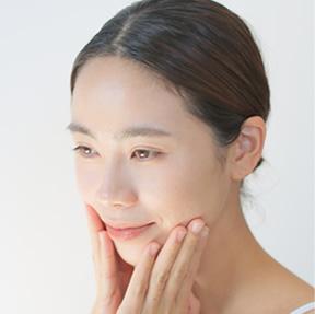 朝晩、洗顔後、清潔な肌にご使用ください。